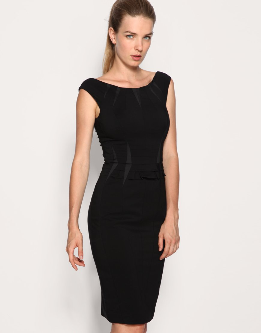 Simple, sexy, and elegant. The womenâ s little black dress is a classic look that you can never go wrong with. Express has all the styles you need so you can find a black dress for any occasion. Whether itâ s formal or casual, these dresses are every girlâ s outfit go-to. Just add a purse, some jewelry, and heels.