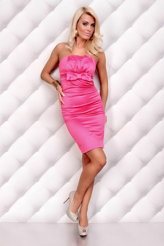 Shop women's boutique fashions both online and at the Pink Coconut Boutique store. Discover trendy dresses, tops, shoes, accessories, and more. Free shipping!