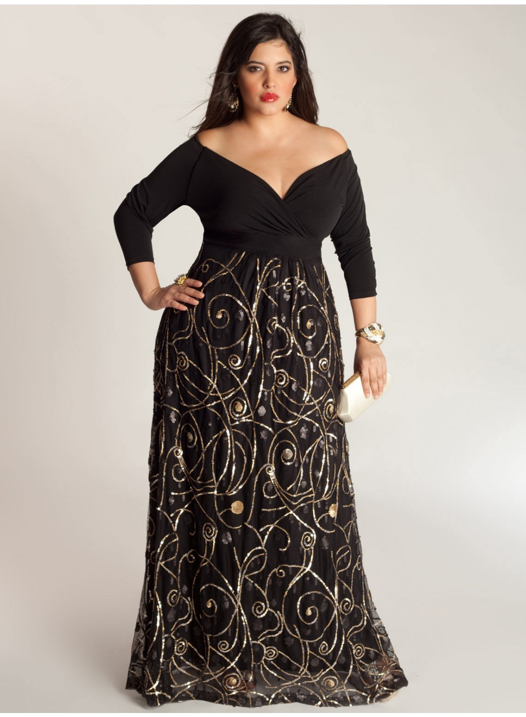 A plus size woman with an apple body shape has a prominent, curvier upper body. Clothes that bring attention to your lower half look amazing on hourglass body types—think full skirts and flared pants. • Pear. A plus size woman with a pear body shape has a narrow upper body and full hips and thighs.