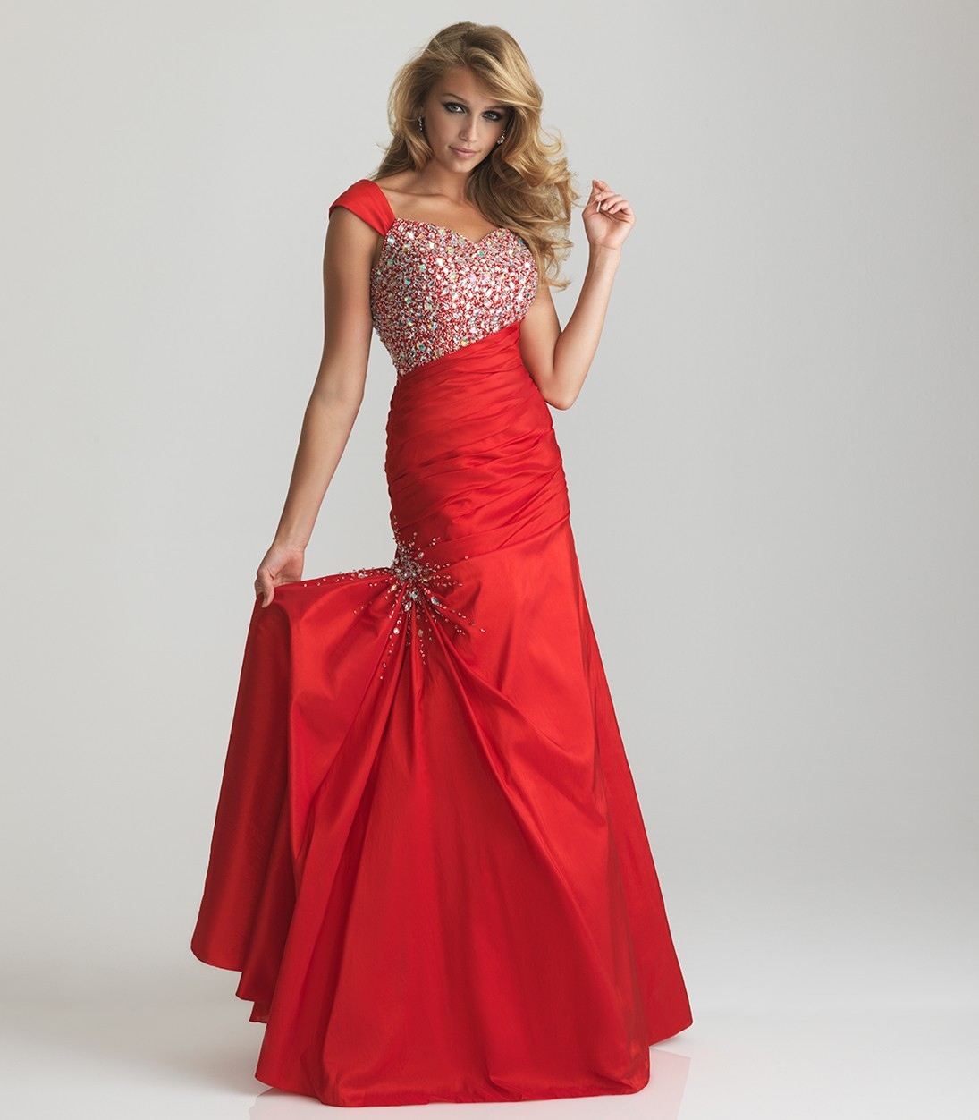 Vintage red wedding dresses look so shiny and elegant for Pics of red wedding dresses